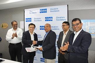 Amit Gossain, MD KONE Elevator India, exchanging MOU with Keerthi Abeynayake, MD, Scan Engineering, Sri Lanka