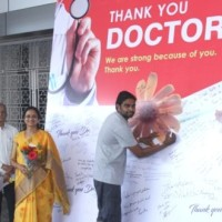 Patients-facilitating-the-doctors-on-the-occasion-of-National-Doctors-Day-in-the-presence-of-Smt.-B.-Bharathi-Reddy-Trustee-and-CEO-Vijaya-Hospitals.-660x330