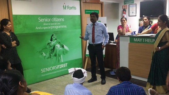 Dr Nithin Kumar_Consultant Neurologist at Fortis Cunningham road speaking to the patients and attendees