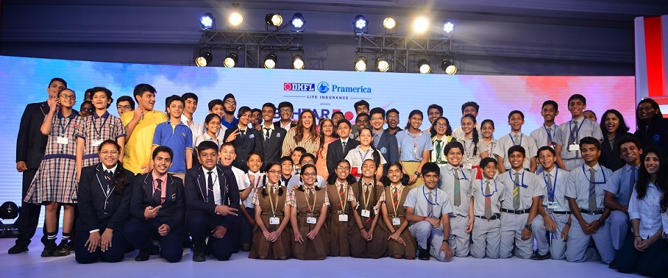 Campaign Ambassador Parineeti Chopra with participating schools children of Behtar India