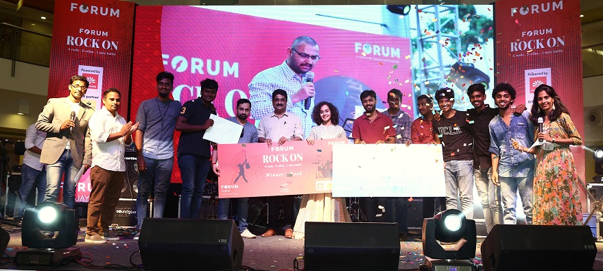 Rock Winners - Band Loot77 LtoR - Mr. Vishal chandrasekar, Music Director, Umeash Iyer, General Manager Forum Vijaya Mall and Ms.Kavya Ajith, Singer
