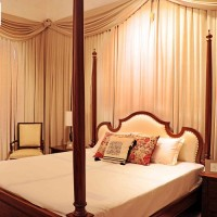Bouteak Four Poster Bed Image 1