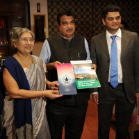 Mr. Nitin Gadkari – Minister of Road Transport and Highways unveiling t...