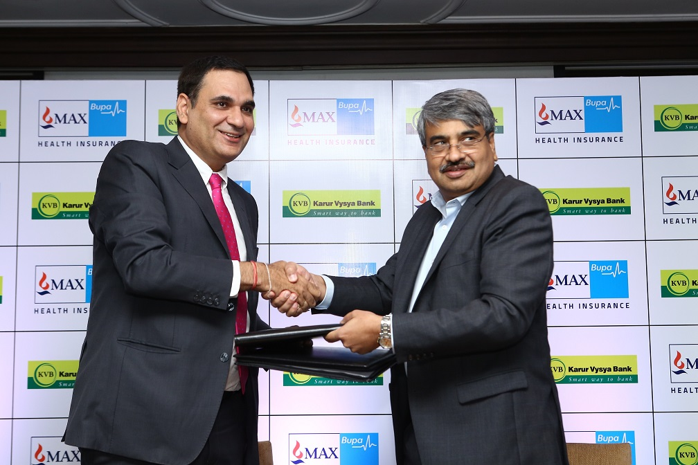 Mr.Ashish Mehrotra, MD & CEO, Max Bupa Health Insurance signing the Corporate Agency partnership with Mr. P R Seshadri, MD & CEO, Karur Vysya Bank
