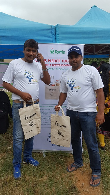 Begur citizens with Reusable bags at the event