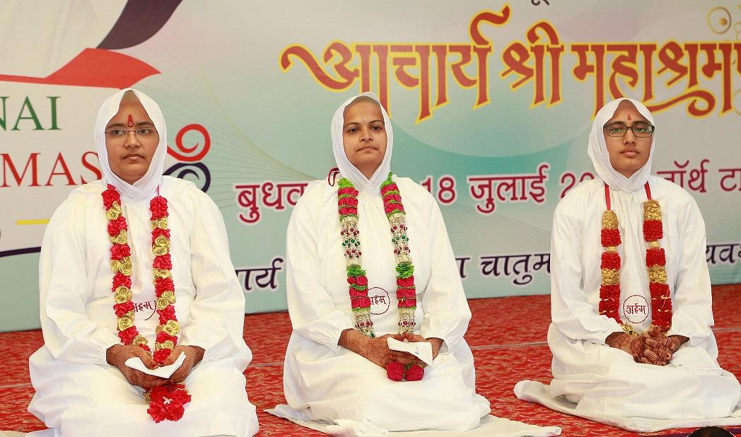 His Holiness Acharya Shri Mahashramanji Initiates Three Females into Jain monkhood Photo - 3