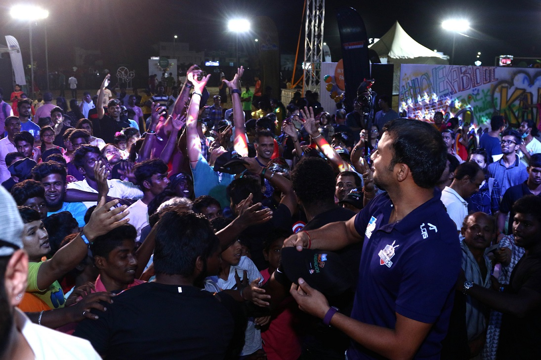 Wazir Singh from Haryana Steelers engaging with fans at Elliot's beach in Chennai