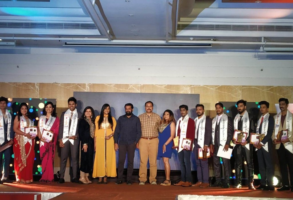Mr. CK. Kumaravel, Co-founder, Naturals, Dr. Vasanth S. Sai, Film Director, Actress Puvisha Manoharan awarded the certificates and trophies to the future celebrities - Pic2.