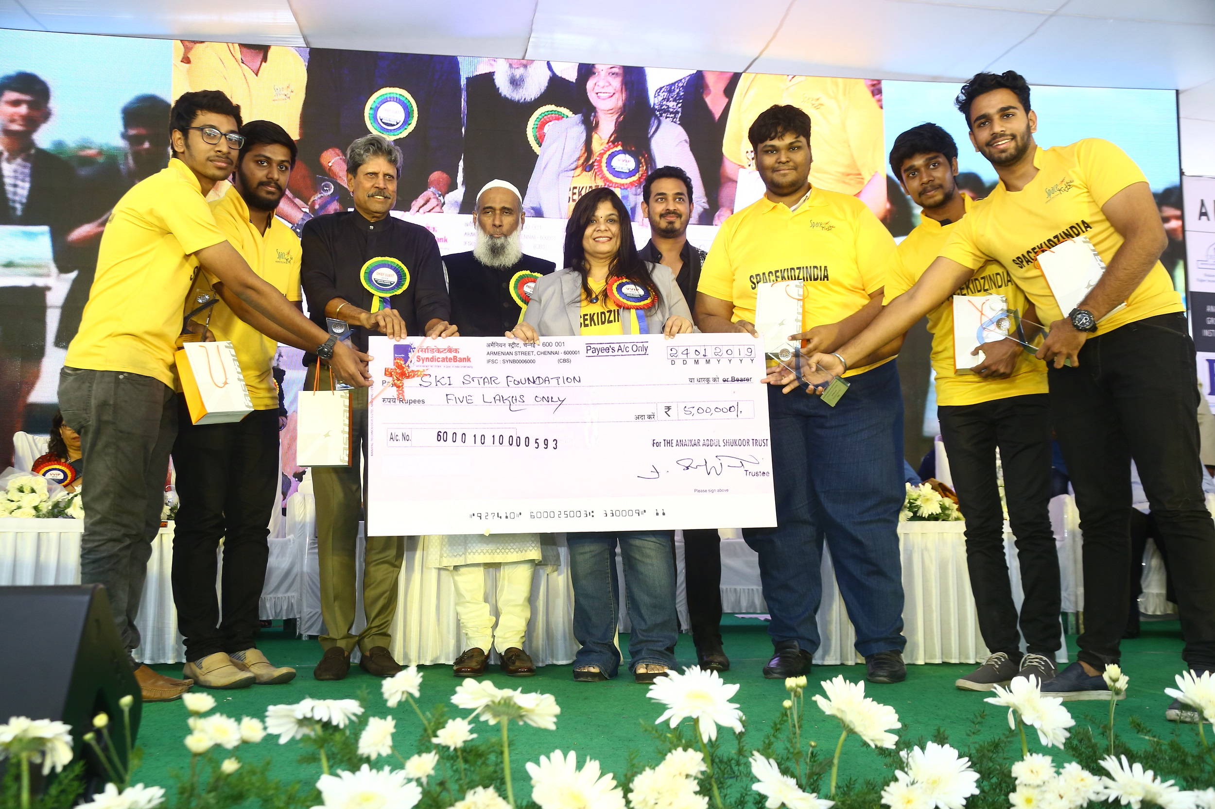 Space Kidz India receiving 5 lakhs for Aniakar group of institution and Kapil Dev