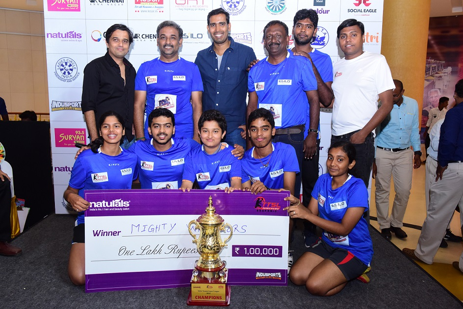 Mighty Warriors TTSL season 2 winners recieving the trophy from Arjuna Awardee and Padma Shree Sharath Kamal along with the organiser Mr. Sameer Bharat and Madhan, Indusports
