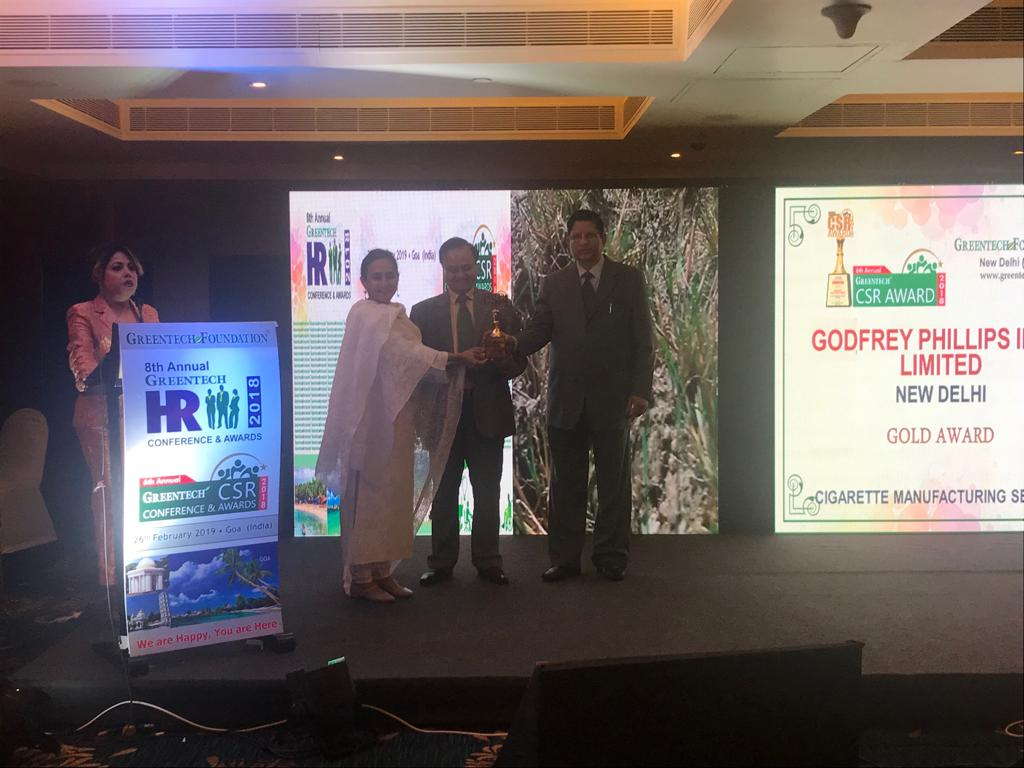 Godfrey Phillips India (Ms. Vaishali De-Head-CSR), getting 6th Annual Greentech CSR Gold Award-4